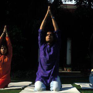 INDIA, AMRITSAR, SVAASA Spa Resort:  Daily yoga session on front lawn.  Credit: Chris Stowers/PANOS
